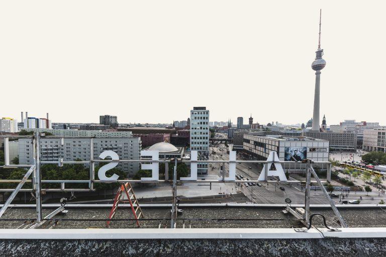 Blick vom Dach des Haus der Statistik auf die Skyline Berlins und den Alexanderplatz (Allesandersplatz) mit Fernsehturm